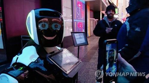 뉴욕 타임스스퀘어에 신종코로나 정보 알리미 로봇 등장