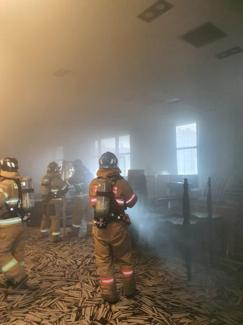 부산 한 호텔 조리실서 불…투숙객 200여명 대피, 20분만에 진화