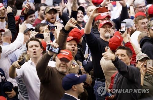 """[르포] 뉴햄프셔 유세서 트럼프 """"약속 지켰다""""…지지자들 """"4년 더"""" 환호"""