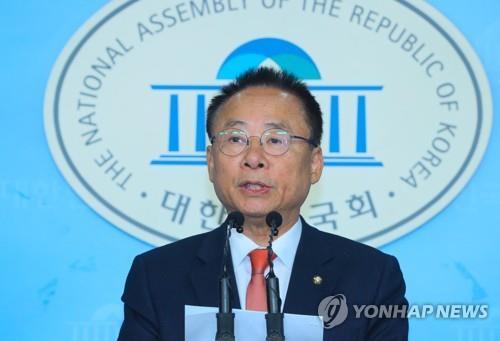 """한국당, 탈북자 강제송환 방지 법안 발의 """"귀순자 인권보호"""""""