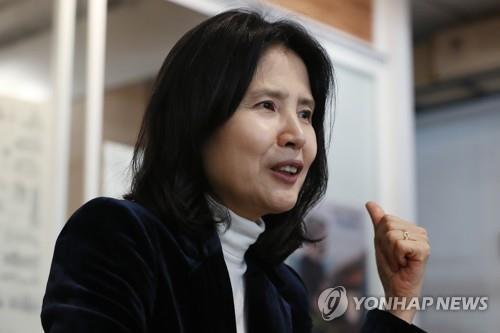 """최영미 """"시집 '돼지들에게' 모델은 문화예술계 권력인사"""""""