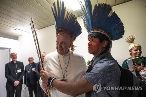 """""""교황, 사제독신제 전통 유지 입장…당장 변화 안준다 언급"""""""