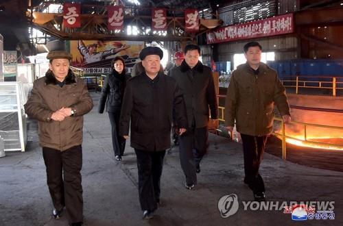 """북한 금속공업상 """"경제 어렵다…주체철 생산 총력 다해야"""""""