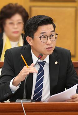 """곽명환 충주시의원 """"유치 기업 지역인재 채용 연구 용역하자"""""""