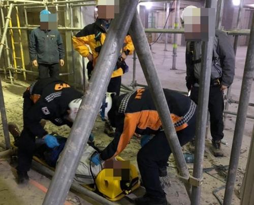 부천 공사장 철제 구조물서 50대 근로자 추락해 부상