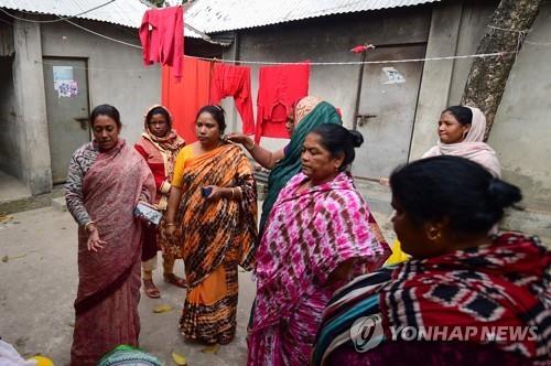 """방글라 성매매 여성, 첫 이슬람 장례식…""""영광스러운 작별"""""""