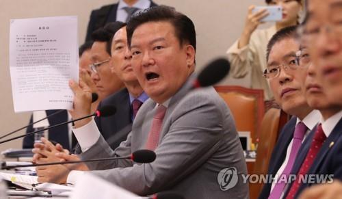 """민경욱, 공천심사 전 '욕설 페북'…""""함량미달 퇴출"""" 비판 거세"""