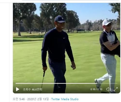 매킬로이, 우즈 향해 위협 사격?…골프 고수들의 '장난'