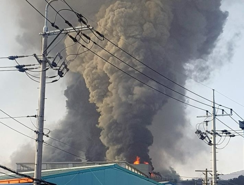 김해 축산물유통센터 공사장서 불…1명 부상·70여명 대피(종합)