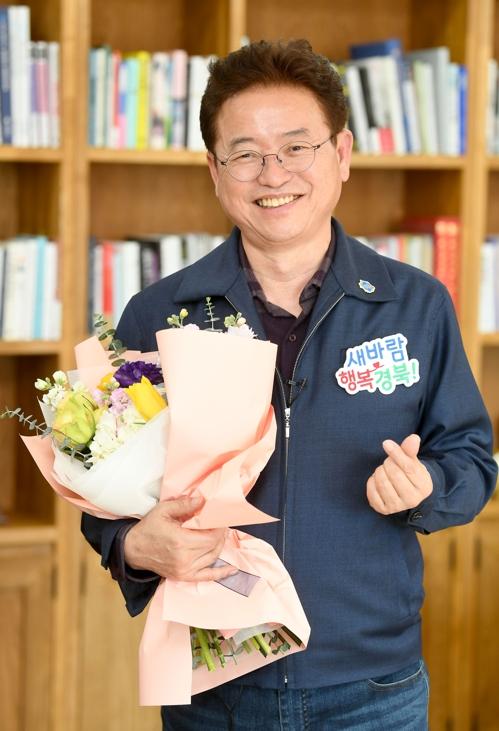 이철우 경북지사 '꽃 선물 캠페인' 동참…화훼농가 돕기 나서