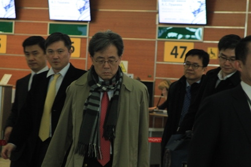 김현종 청와대 2차장, 방러후 귀국길…방문결과 등에 '묵묵부답'