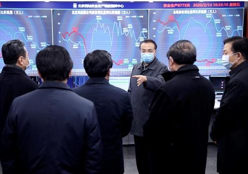 """베이징역 찾은 리커창 """"대규모 이동시 전염 위험 줄여야"""""""