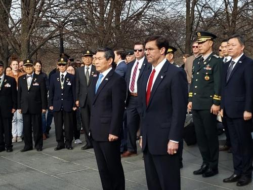 방미 정경두, 미 에스퍼 국방과 함께 한국전 참전공원 헌화