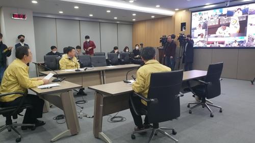 """서울시 """"코로나19 의심증상 없어도 검사""""…거주지 방문 채취도"""