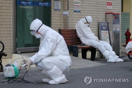 """보건당국 """"신천지 교인 검사 위해 공중보건의 90명 추가 파견"""""""