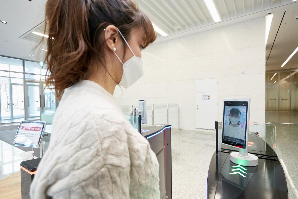 LG CNS, 얼굴인식 출입 서비스 도입…AI가 얼굴 자동인식