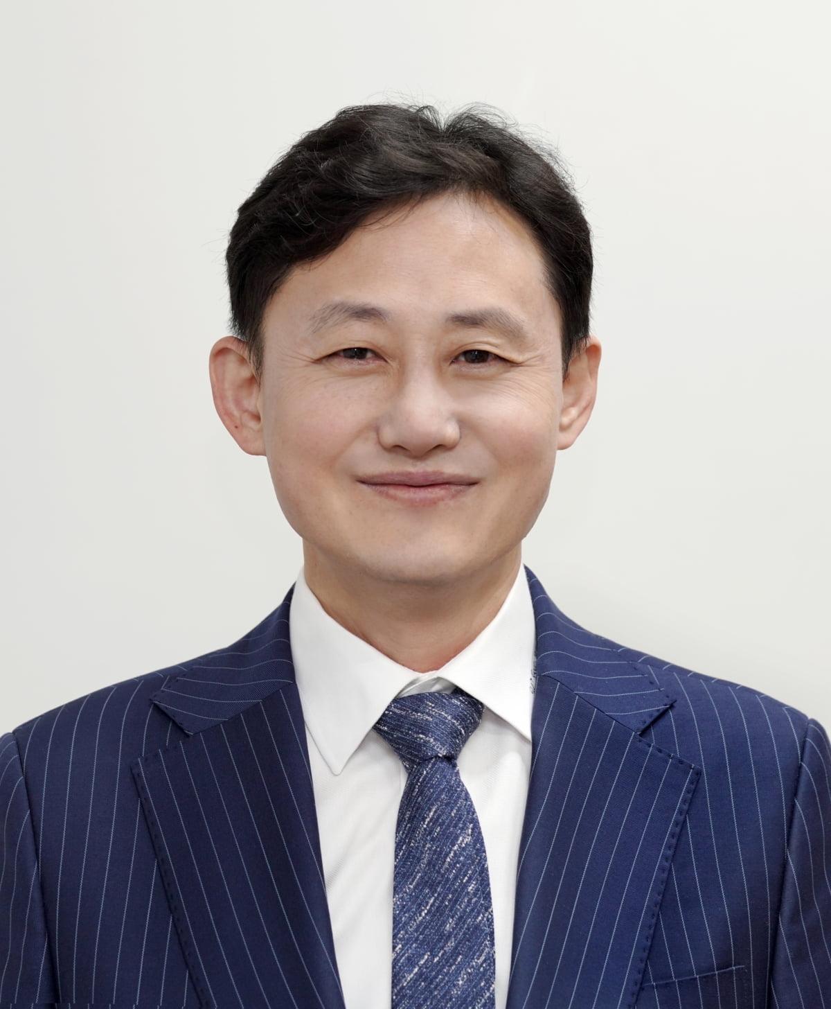 """靑 부대변인에 윤재관…""""소통의 도보다리 놓겠다"""""""