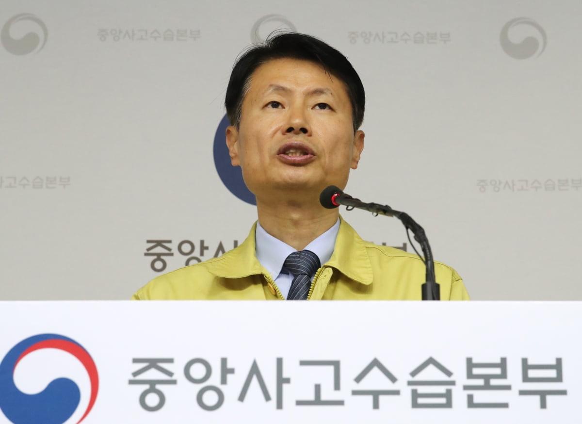 """정부 """"`코로나19` 감염병 위기경보 하향 조정, 고려하지 않아"""""""
