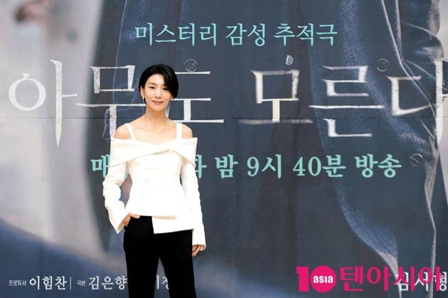 [TEN 포토] 김서형 '우아한 어깨 드러낸 패션'