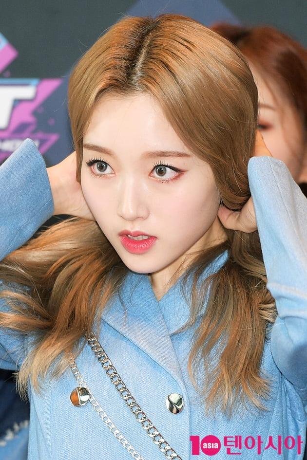 [TEN 포토] 이달의소녀 고원 '머리 정리도 예쁘게'