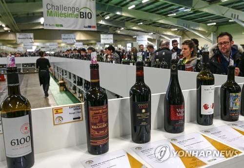 미국의 프랑스 와인 수입 '반토막'…징벌관세 탓
