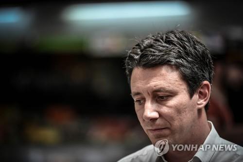 마크롱 측근 파리시장 후보, 성 동영상 유출로 돌연사퇴(종합)