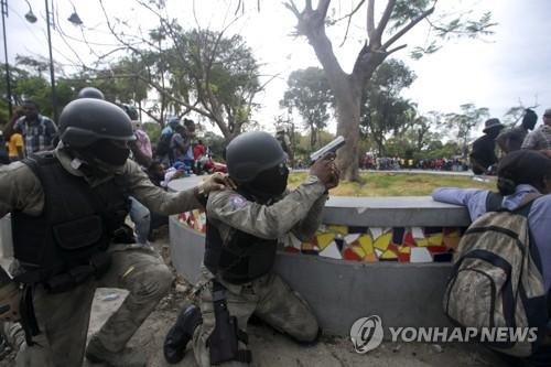 군·경 총격 벌어진 아이티, 카니발 열기 대신 긴장 고조