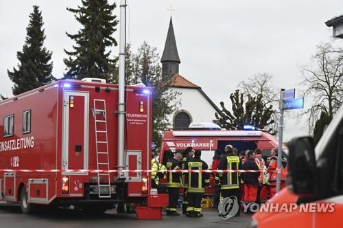 독일서 카니발 행진에 차량 돌진…어린이 포함 30여명 부상(종합)