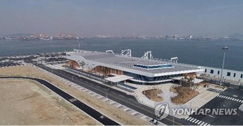 코로나19 사태 여파로 인천 모항 크루즈 2척 취소