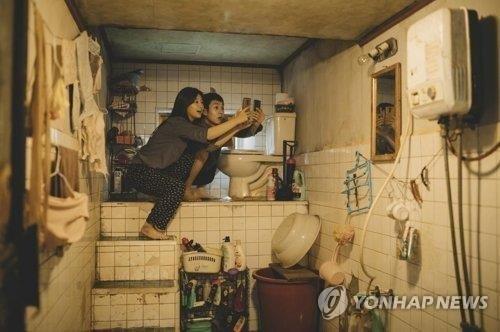 '기생충' 관련 마케팅에 열 올리는 영화계…일부는 울상