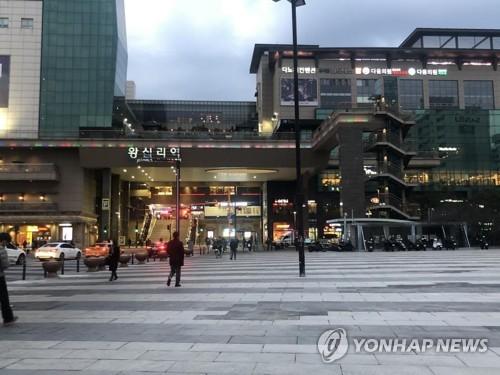 코로나19로 서울 시내 도로 한산…지하철·버스 이용 급감