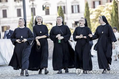 이탈리아서 40대 여성 사기범, 수녀 행세하며 2년간 도피 행각