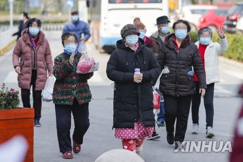"""중국 전문가 """"코로나19 다시 확산하는 변곡점 올 수도"""""""