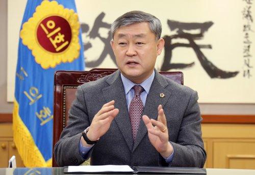 여행사 뒷돈 수수 혐의 전북도의장, 총선 뒤로 재판 연기요청