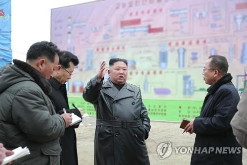 북한 '경제과업 1호' 비료공장 완공 속도…농경지 확대도 독려