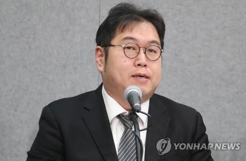 김용민, '거리의 만찬' 이어 라디오 진행도 자진하차