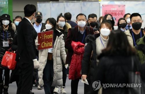 100m 줄 늘어선 공항 검역대…홍콩·마카오 승객들도 입국 진땀