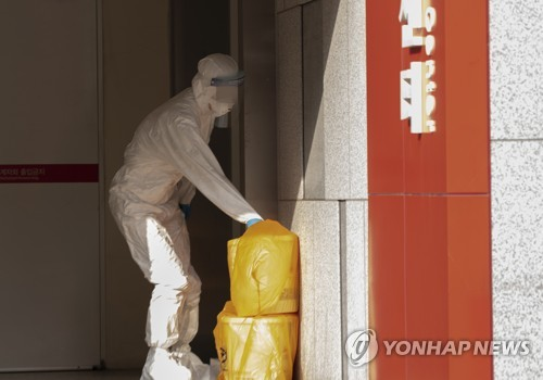 """코로나19 확산에 의료폐기물도 급증…정부 """"처리 용량 충분"""""""