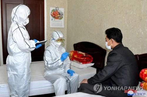 북한, 코로나 대응 속 보건발전 강조 눈길…경제난 핑계 '질타'