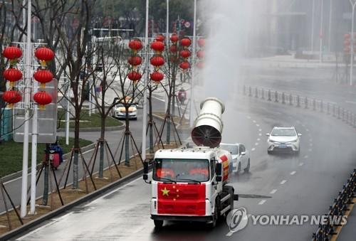 중국 신종코로나 하루 사망 100명·누적 사망 1천명 첫 돌파 (종합)