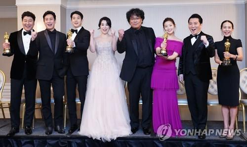 """'기생충' 쾌거에 날개단 K콘텐츠…증권가 """"전 세계에 통할 것"""""""