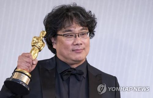 """1인치 장벽 넘은 기생충 흥행몰이…""""영화산업 게임체인저"""""""
