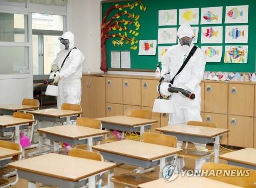 학생·교사 코로나 잇단 감염 비상…접촉자 파악·소독 안간힘