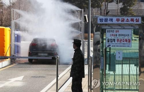 '이천 쌀 사겠다'…우한 교민 환영하는 이천에 쏟아지는 박수