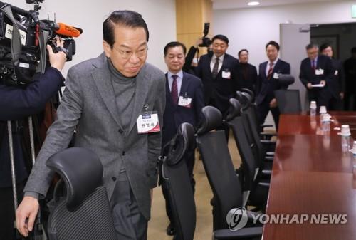 """한국당 면접 첫날, 현역에도 송곳질문…""""3선 거부감 어떡할건가""""(종합)"""