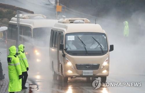 """우한교민 이송버스 세번 운전한 아빠 경찰관 """"허락한 아내 존경"""""""