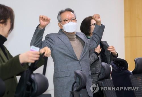 """한국당 공천 면접 이틀째…""""지방선거 왜 졌냐"""" 돌직구 질문"""
