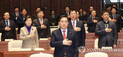 """한국당, 새보수·전진당과 합당 의결…""""통합역사 다시 쓴 날"""""""