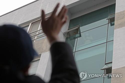 """조선대 기숙사 찾은 주광주 중국 총영사 """"격리조치 이해"""""""