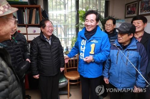 """이낙연, 종로 주민에 사무소 개소 알려…""""지역 발전시키겠다""""(종합)"""